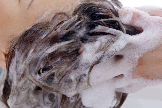 大切なのは髪の毛の洗い方!サラサラヘアを手に入れる方法!