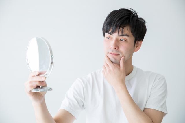 眉毛が左右非対称!男性も眉毛のお手入れが必要なの?
