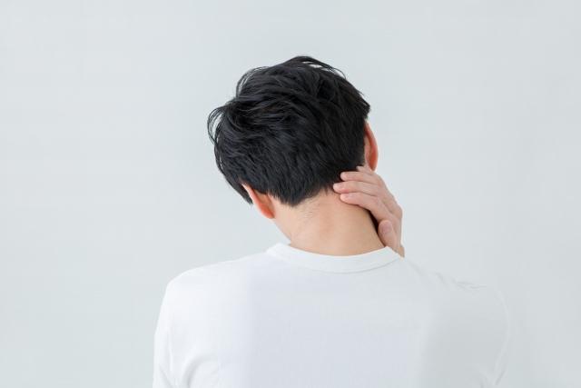 頭皮に違和感やつっぱりを感じたら要注意!薄毛の前兆かも
