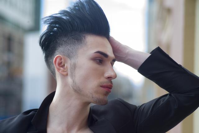 髪型を個性的に!メンズヘアのおすすめとポイントをご紹介!