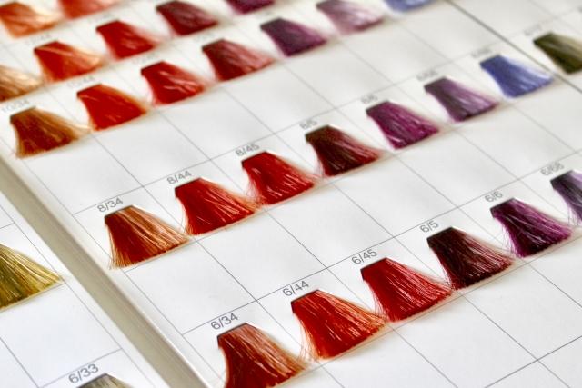 カラーリングとトリートメントは同時にした方が髪にいい?