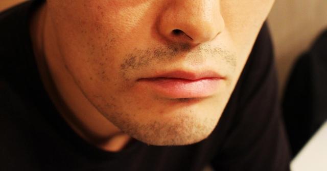 髭剃りは夜、朝どちらに行う?髭剃りのベストな時間について
