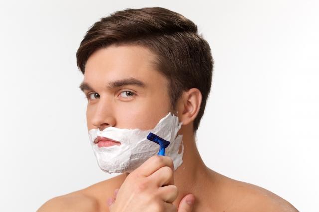 髭剃りを毎日していると肌が痛い!?原因と対処法をご紹介