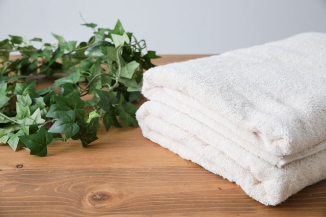 バスタオルが臭い?嫌な臭いを取る方法や洗濯槽の掃除方法