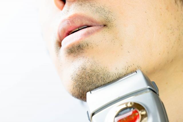 髭剃りで深剃りするコツ!シェーバーの正しい使い方