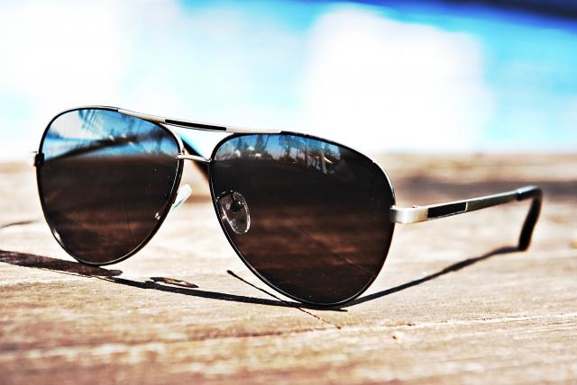 紫外線対策にUVメガネが効果あり!UVメガネの選び方