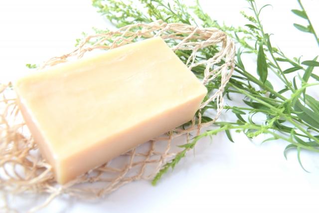 純石鹸での洗顔は乾燥しやすい!?純石鹸の良さをご紹介