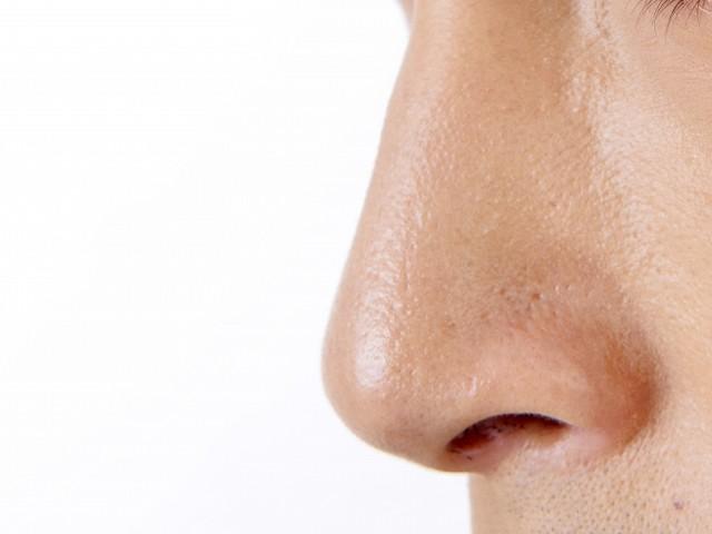 テカってしまう皮脂が多い鼻!テカらないようにする方法は?