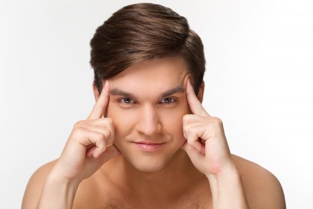 皮脂による顔のテカリを抑えるには?化粧下地が一発で解決!