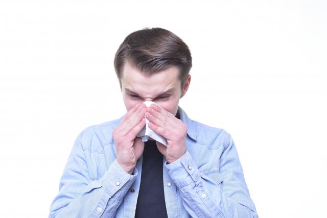鼻毛を切ると鼻水が止まらなくなる!?奥までの処理は厳禁!