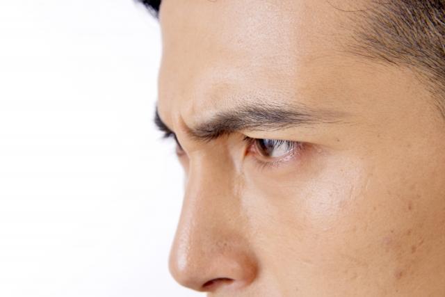 眉毛のお手入れで印象が変わる?!パッとしない男性必見!