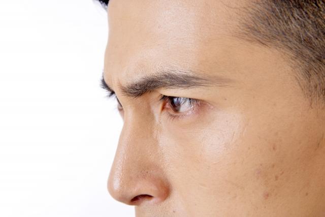 眉毛と目の間が狭いとイケメン!?自力で狭くする方法も伝授