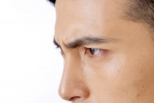 突然起こった眉毛の麻痺!左眉毛の様子がいつもと違う?