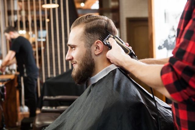 髪の毛が浮くのを解消したい!髪のボリュームを抑えるには?