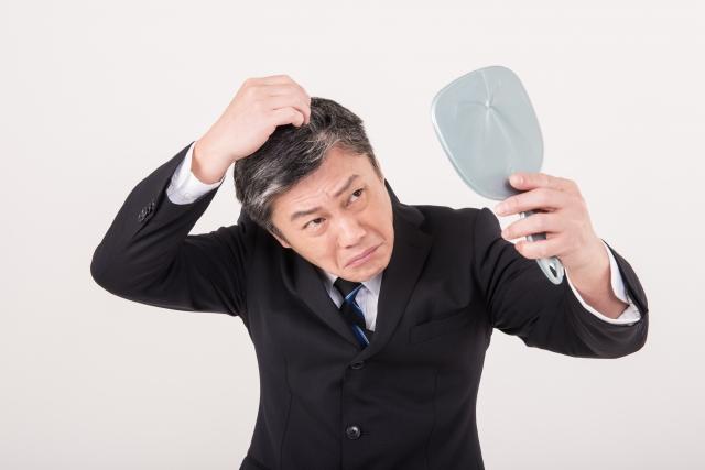 後頭部に白髪が?原因と鏡の見方を知りセルフチェックしよう