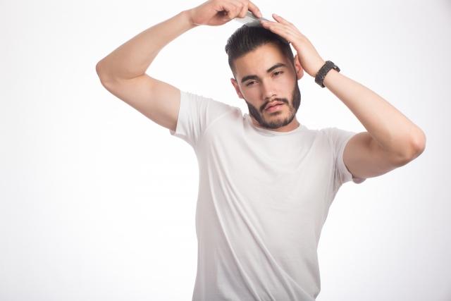 汗や湿気にも負けたくない!前髪に悩む男性向けのキープ術!