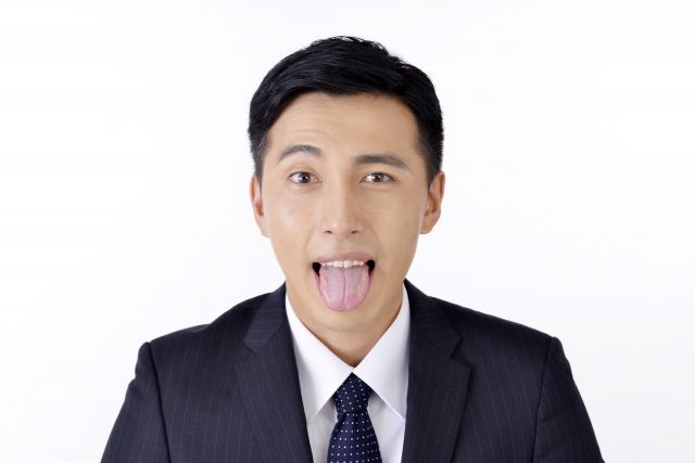 たっぷりついた舌苔の嫌な臭い!その原因と対策を知ろう!