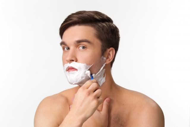 髭剃りにシェービングクリームは必要?使わない方法もある!