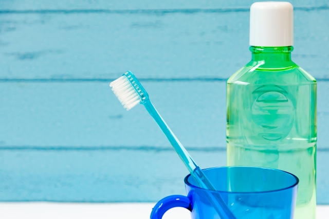 マウスウォッシュで清潔に!携帯用は薬局でも気軽に購入可能