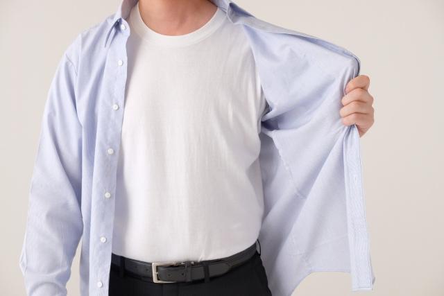 汗をかくと洋服が白くなるのはなぜ?改善策と対処法