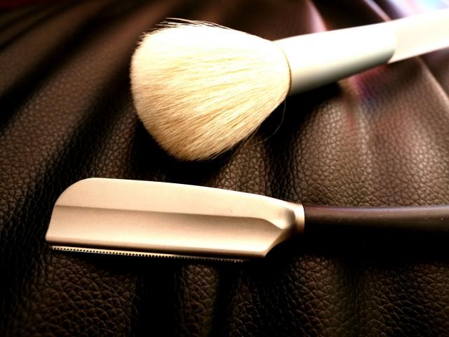 髭剃りに両刃カミソリを使って床屋のような剃り心地を再現!
