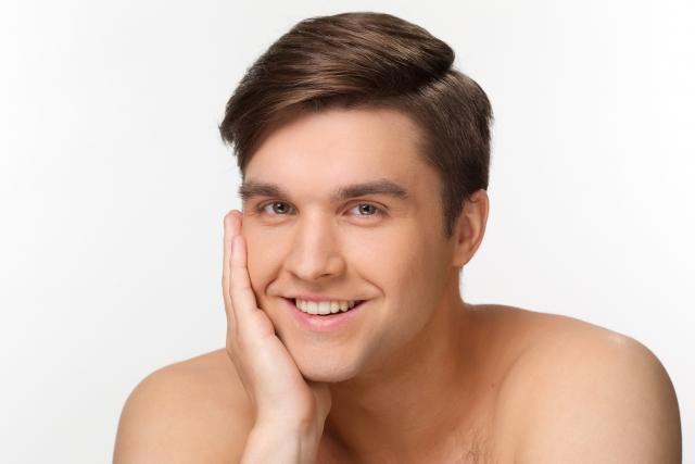 男性のオイリー肌に!おすすめの化粧水を市販品でご紹介!