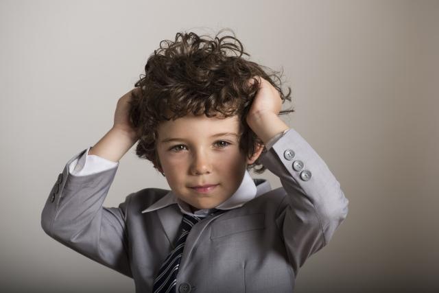 髪の毛がくるくるしてしまう原因は?癖毛の種類と対処方法