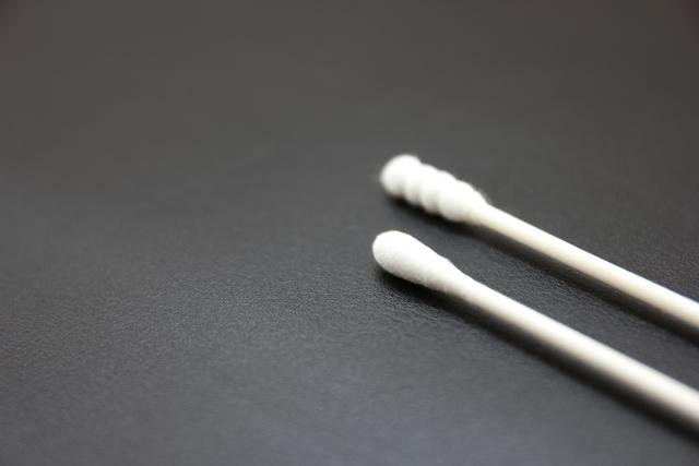 耳垢がウエットタイプの男性の耳掃除の方法やコツをご紹介!