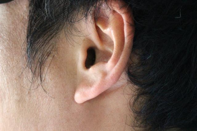 耳垢のカサカサとした音が気になる!取れない耳垢の対処法