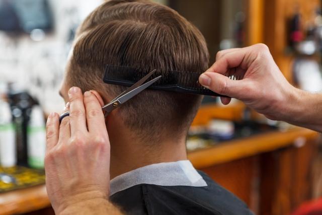 髪の毛の量を減らすカットをしてもらうときの注意点!